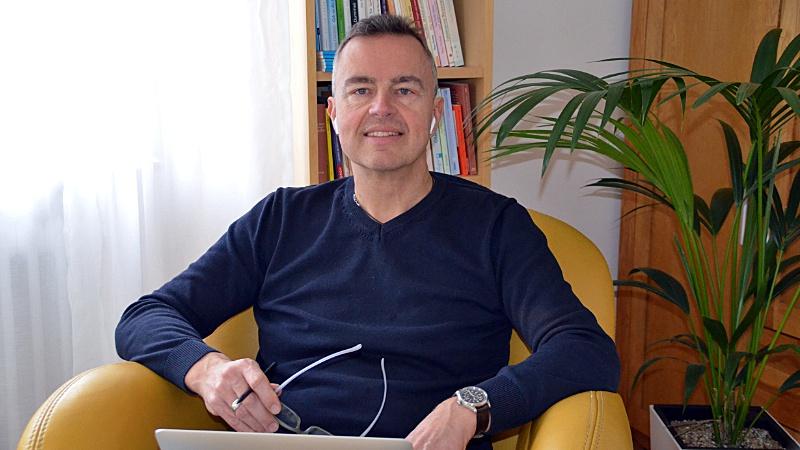 Rainer Schwenkkraus ist Fachmann für psychologische Onlinehilfe